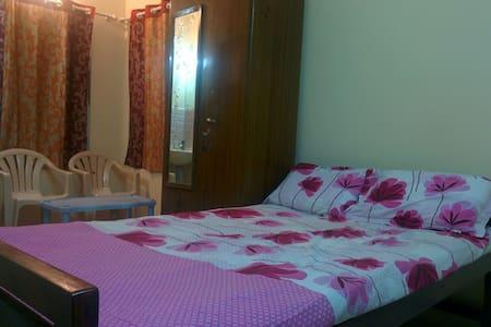 Charisma Homestay Guest Room - Mangaluru - Hus