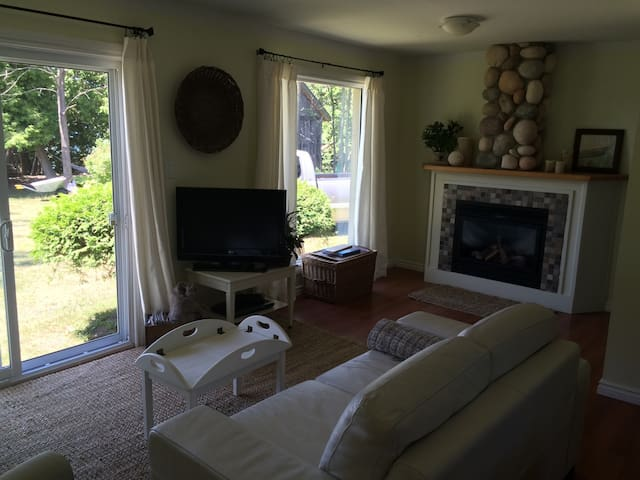 Cosy cottage overlooking Lake Huron - Goderich - Stuga