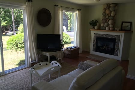 Cosy cottage overlooking Lake Huron - Goderich - Zomerhuis/Cottage