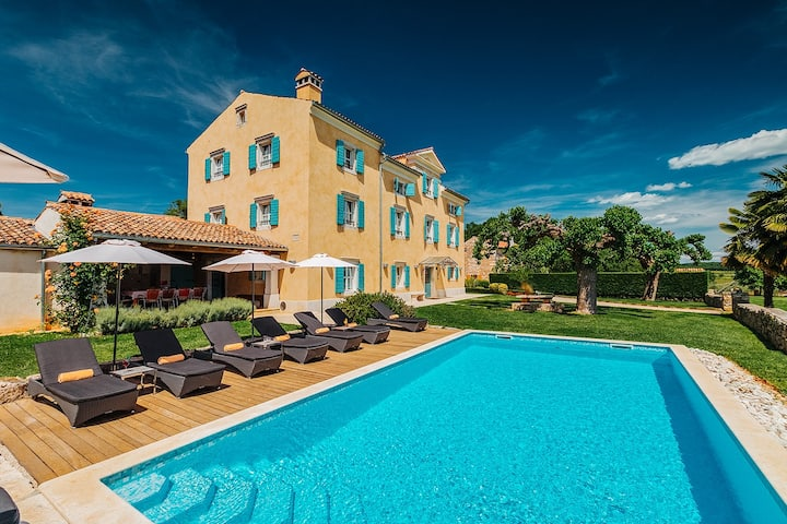 Traditional & Luxury - Villa Stanzia Cocci