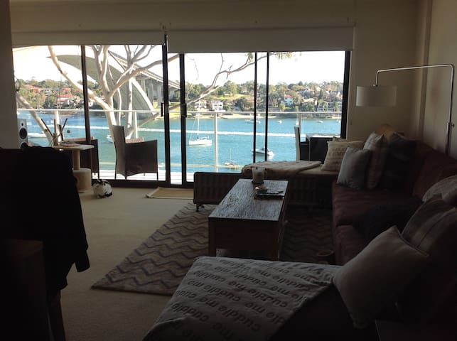 Room Stunning Waterfront Apartment - Drummoyne - Apartment