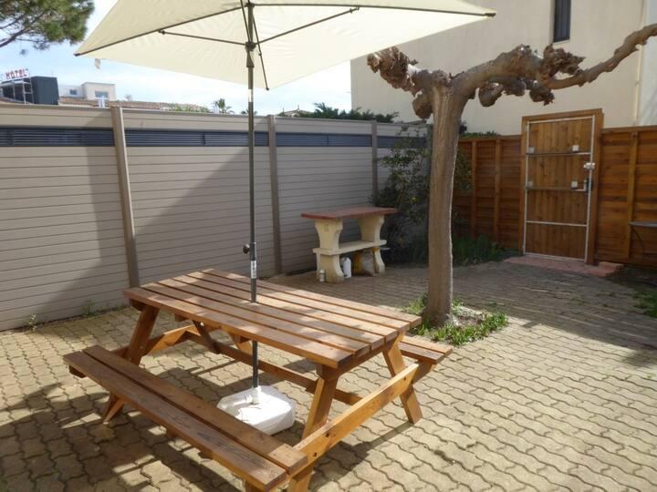 Calme de la pinède, terrasse spacieuse, wi-fi, VTT, parking, piscine