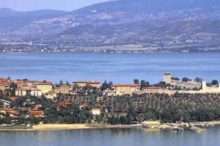 Quattro Passi dai più Borghi più Belli d'Italia. - Castiglione del lago