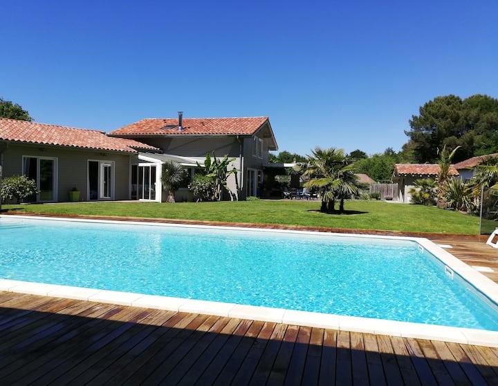 villa spacieuse avec piscine chauffée, 350m du lac