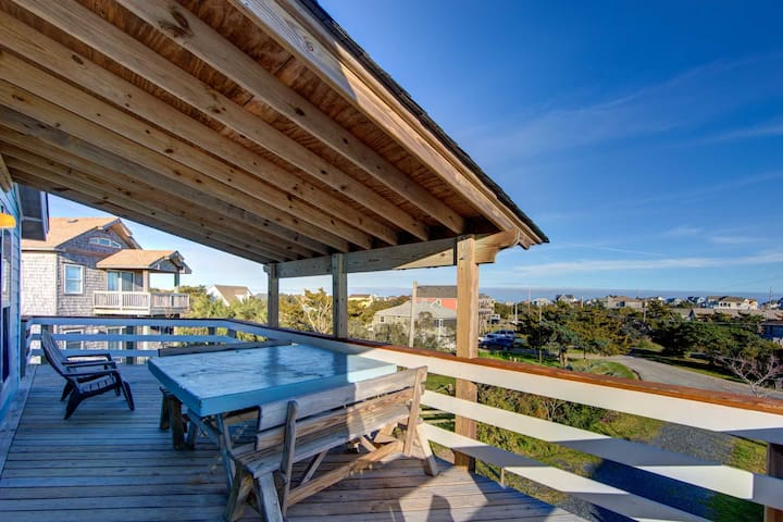 Mill Creek Surf Chalet with a Hot Tub