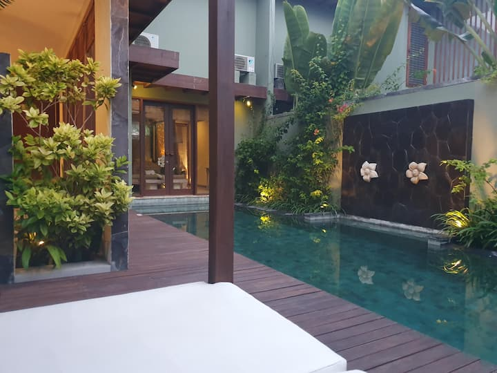 Ideal Suite Pool View One Bedroom At Gianyar