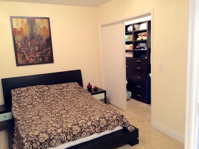 Bedroom -Queen Size Bed
