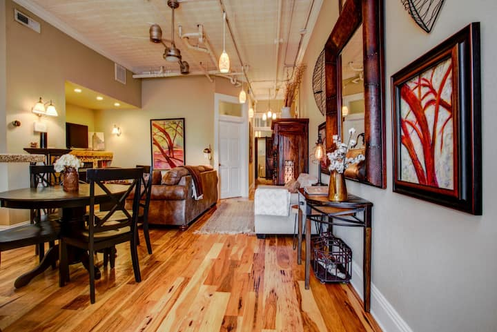 The Loft at 51 College: luxurious downtown Asheville escape!  Walkable in the heart of downtown!