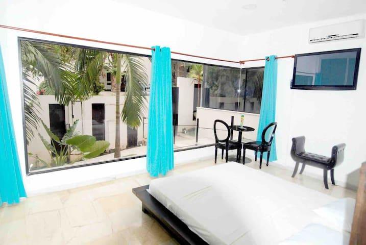 DORMITORIO 3 Con cama Queen, dispone de baño completo con bañera de hidromasaje y bidet