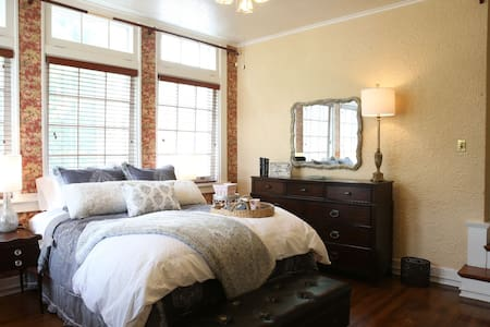 Spacious Double suite in the Heart of Kansas - Bed & Breakfast