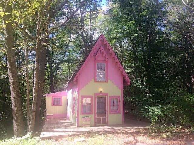 North Shore Gingerbread - Sanctuary Cottage