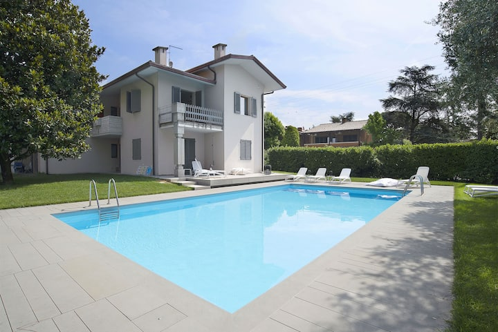 Holiday Apartment Baseventuno 4 with Wi-Fi, Air Conditioning, Balcony & Pool; Parking Available, Pets Allowed