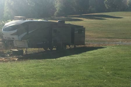 Fifth Wheel Camper in the Country - Fairview