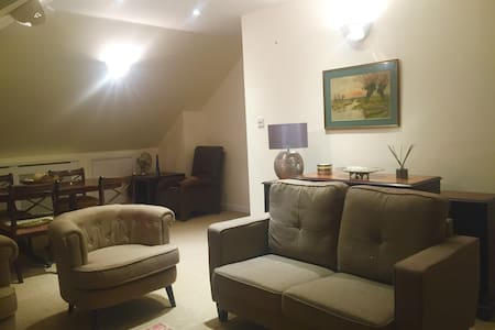 Beautiful flat in a quiet residential street - New Malden - Apartment