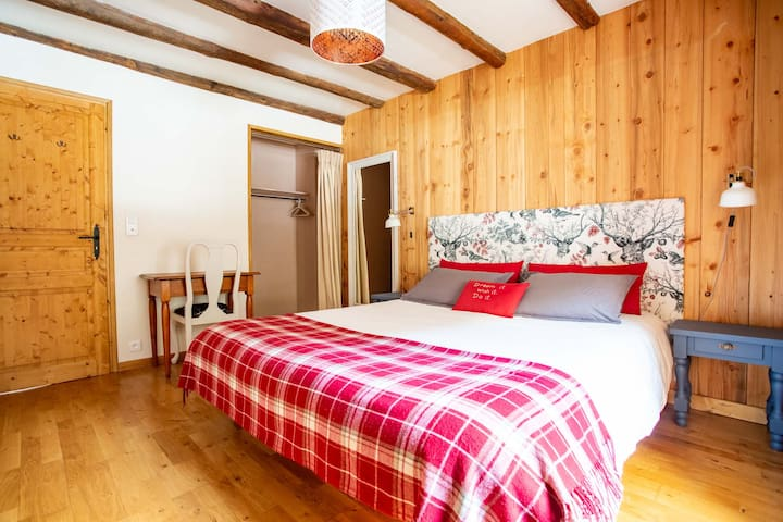 Charming Double Bedroom in a Converted Farmhouse
