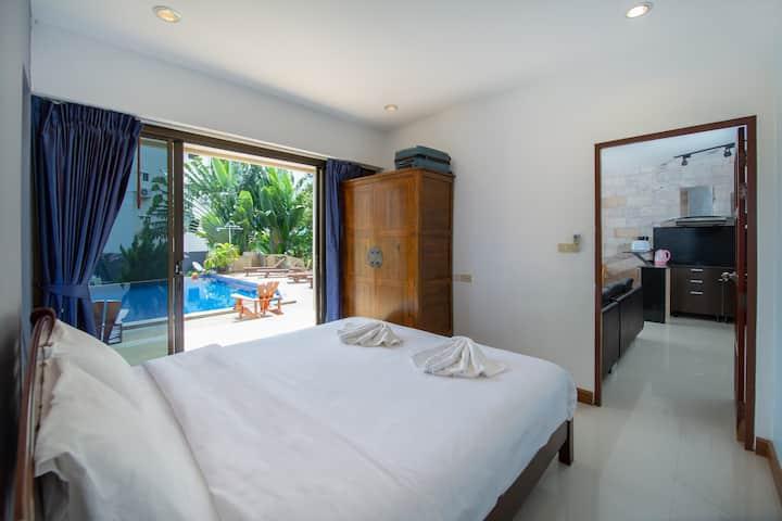Seaview Pool Apartment
