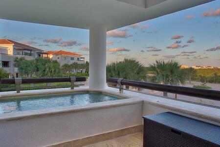 5 min from Juanillo Beach w/ balcony + mini pool