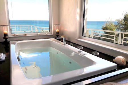 V.I.P Suite with Jacuzzi and Sea View - Στόμιο - Bed & Breakfast - 1