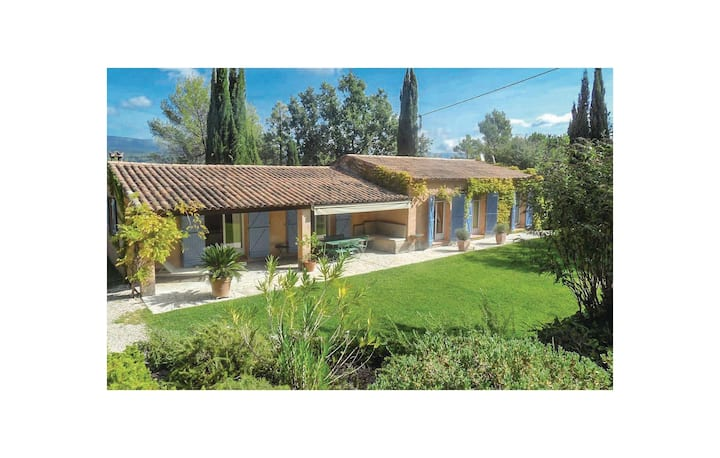 Stunning home in Tourrettes with WiFi, Outdoor swimming pool and 3 Bedrooms