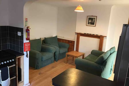 Large Double Room Close to Town - Private Parking