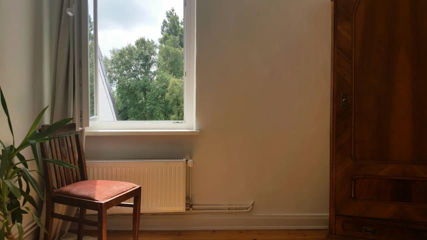 Lichtdurchflutetes Dachgeschossloft