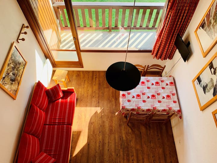 Studio cabin with mezzanine for 4 people, located in Val d'Isere 300m away from town center and 450m from the slopes