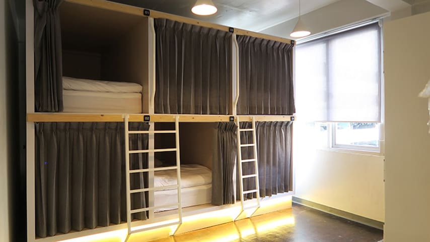 6 Capsule Beds Dormitory