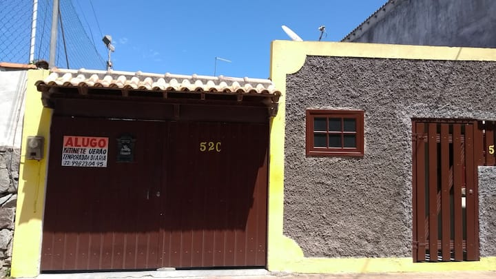 Casa aconchegante na praia dos anjos com garagem