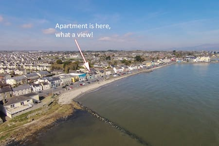 Luxury Beach Front Apartment - Wake up by the Sea - Blackrock - Apartment