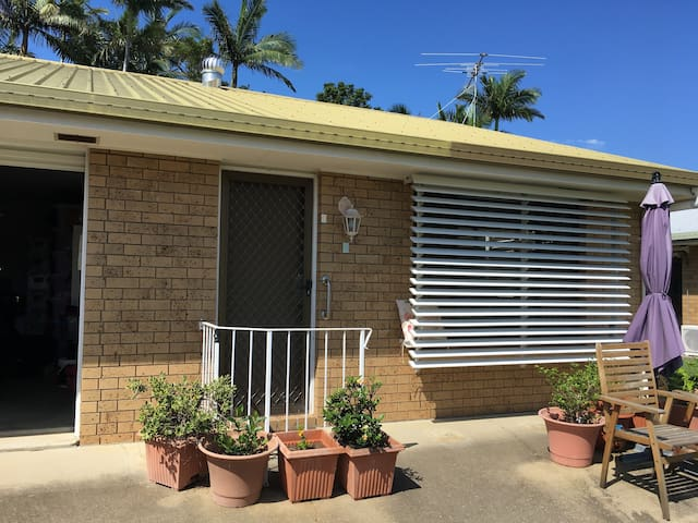 Cosy, Simple & Affordable Unit -walk to waterfront