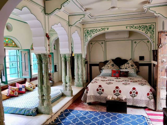 Jaipur Haveli Suite