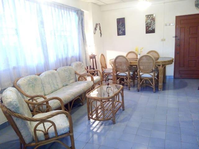 Spacious 2 bedroom great value great location - Muang Pattaya - Apartment