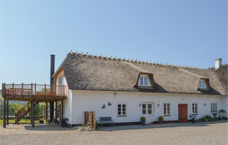 Former farm house with 3 bedrooms on 150 m²