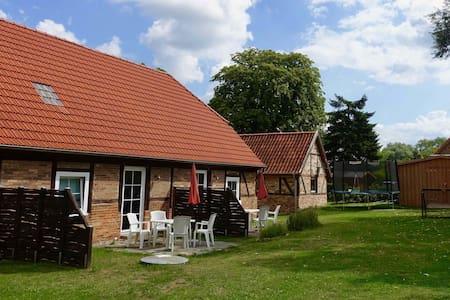 Traditional house near Boltenhagen/Baltic Sea (3r)