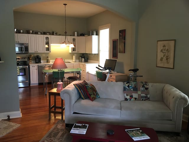 Comfy Room In 5 Points Chill Pad Near Downtown - Huntsville - Casa