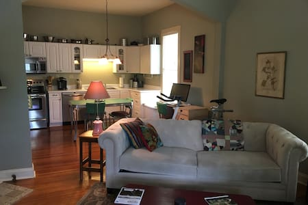 Comfy Room In 5 Points Chill Pad Near Downtown - Huntsville - Haus