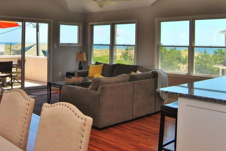 Beautiful Reverse Living Oceanview w/ Heated Pool
