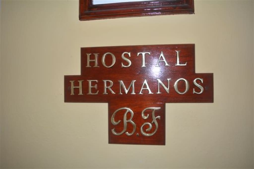 Logo Hostal Hermanos.