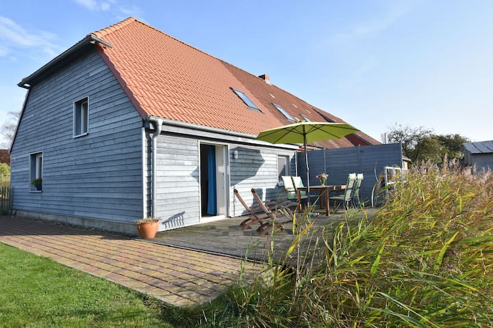 Idyllic holiday home with south-facing terrace, garden and pond