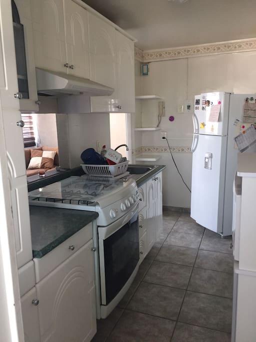 Cocina Integral y cuarto de lavado (lavadora y secadora)
