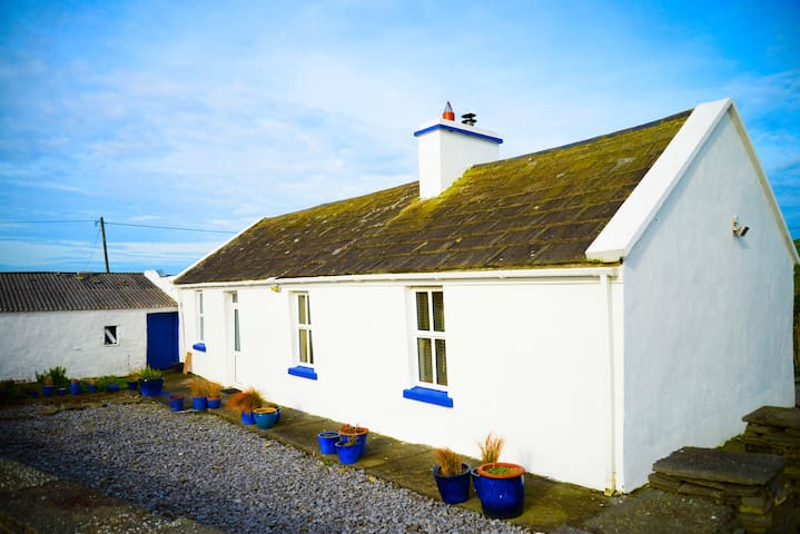 The White Cottage, Liscannor - Liscannor - Chalet