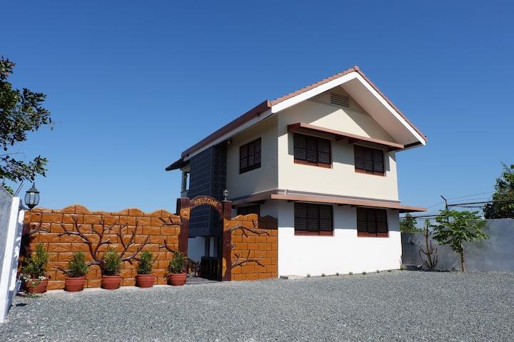 Casa de Quirina (Rest House w/ Pool)