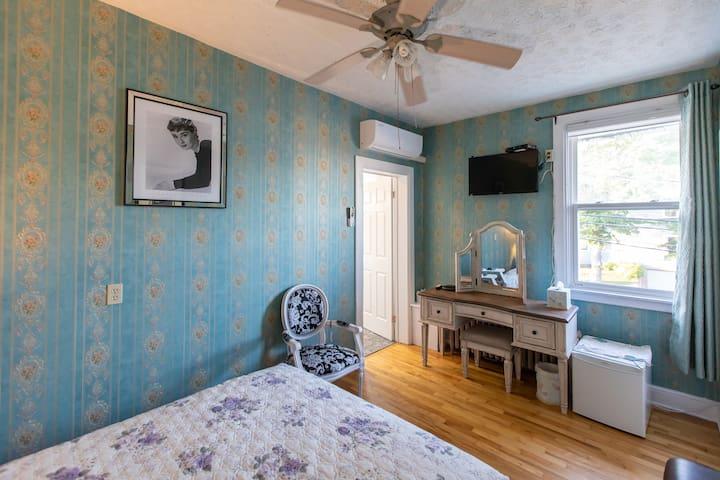 Prince Street Suites Room 3