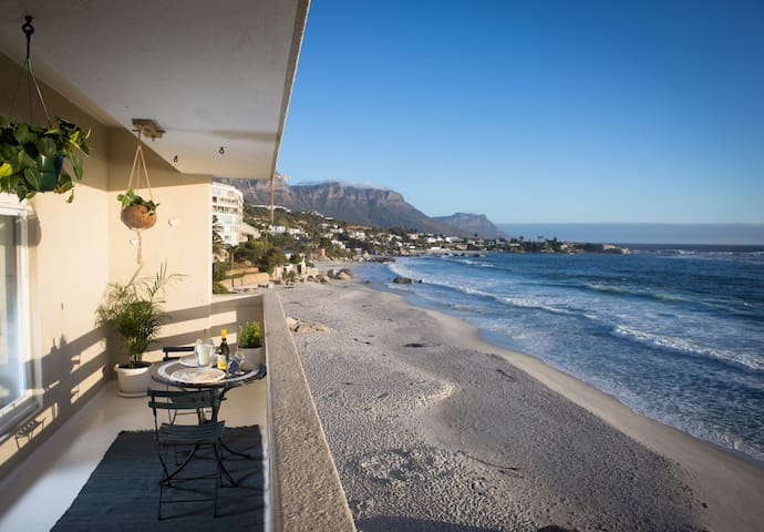 Beautiful Clifton beach flat, breathtaking views