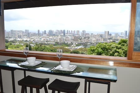 Luxury Studio in Exec Home with City Lights View