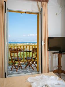 Double Garden & Sea View - Naousa - Bed & Breakfast