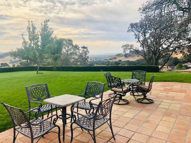 360 Degree Mountain View Villa