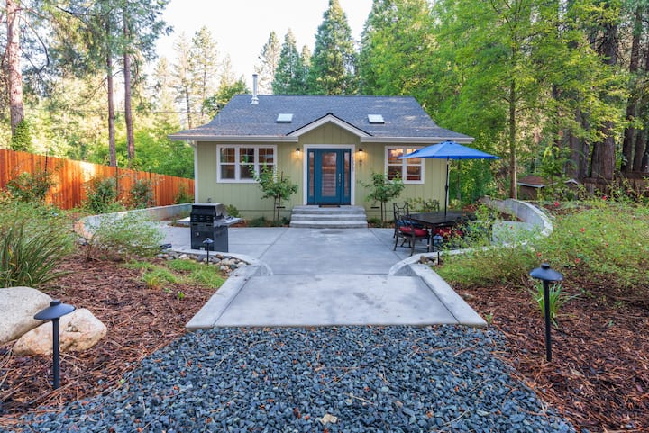 New, Cozy Home- Walk To Downtown Nevada City!