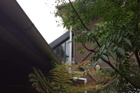 Leafy Ivanhoe loft/views/eco design - Ivanhoe - その他