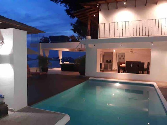 Casa En Las Brisas con increíble vista!